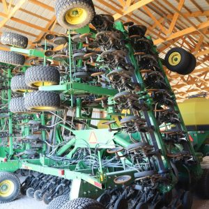 Lot 38: 2012 JD 1890 Drill & 1910 Cart,disc 10 in spc, 60ft., 350 bushel another view