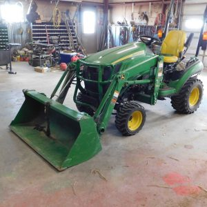 Lot 46: JD 1025R Utility Tractor with Loader