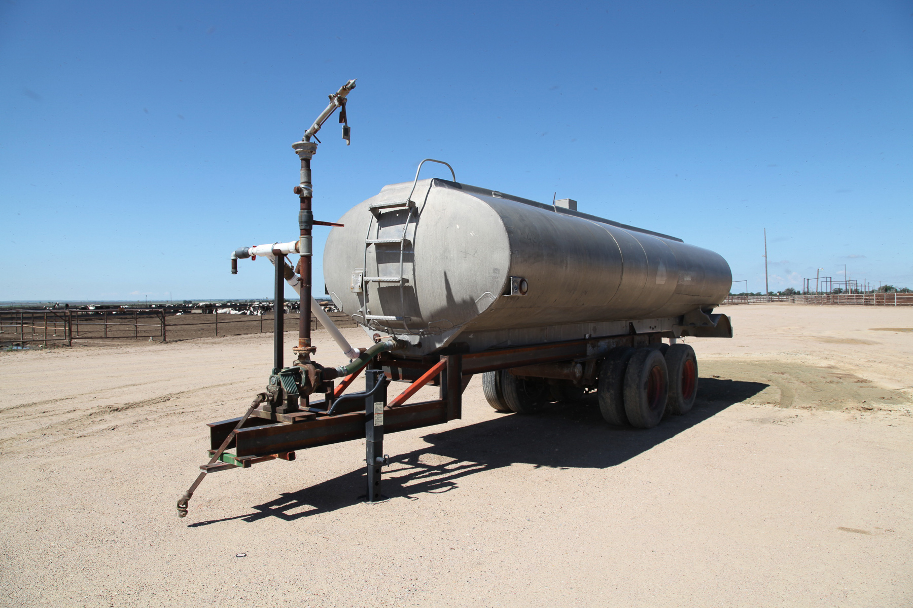 6,000-gal.-Water-Trailer.jpg