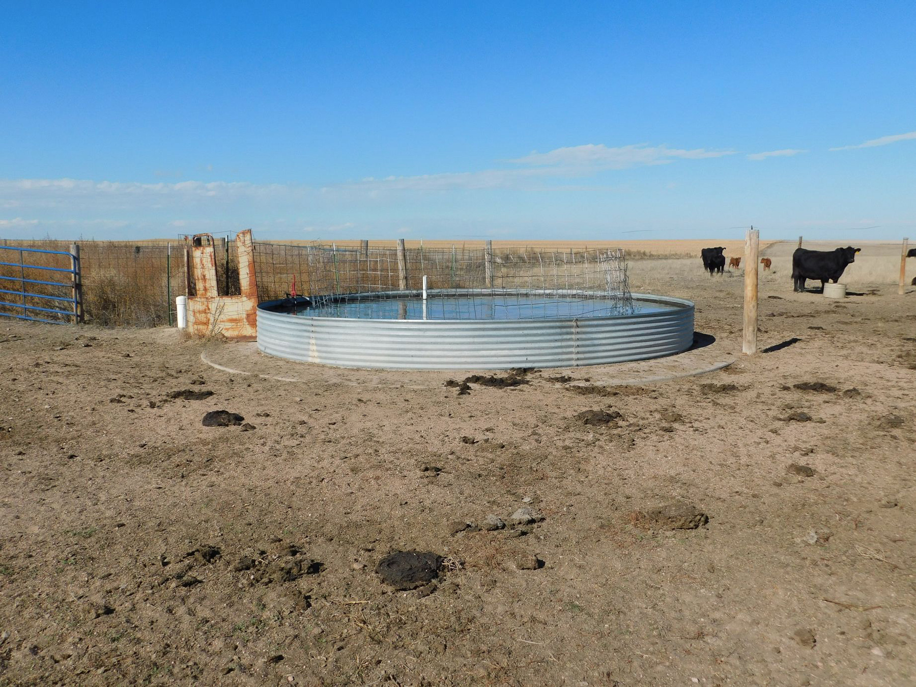 Parcel-1A---tank,-water-provided-via-pipeline-from-sub-well.jpg