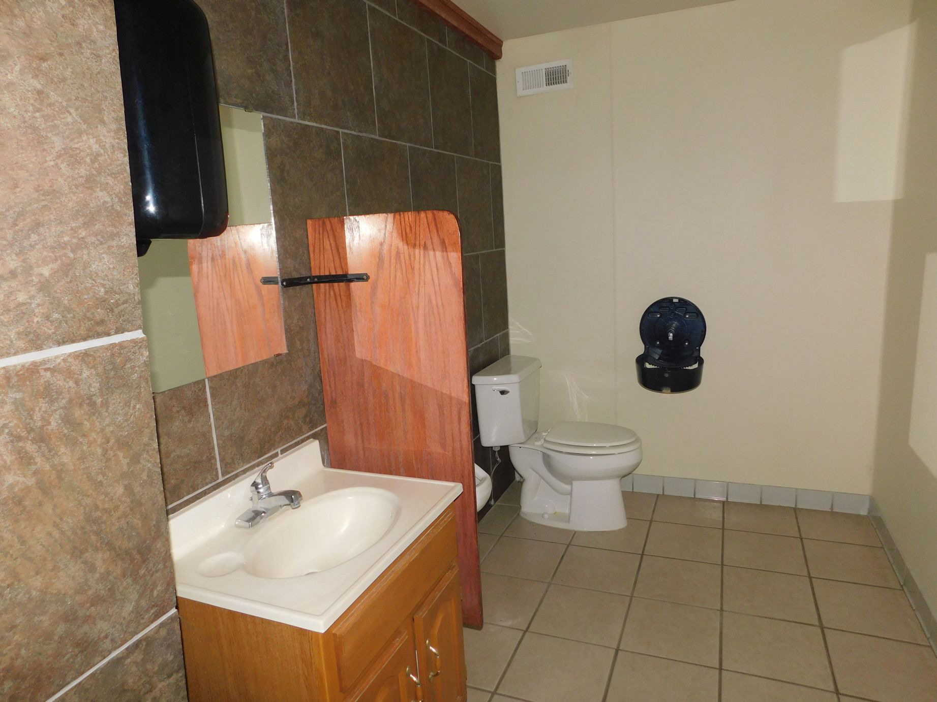 Parcel-3-mens-bathroom.jpg