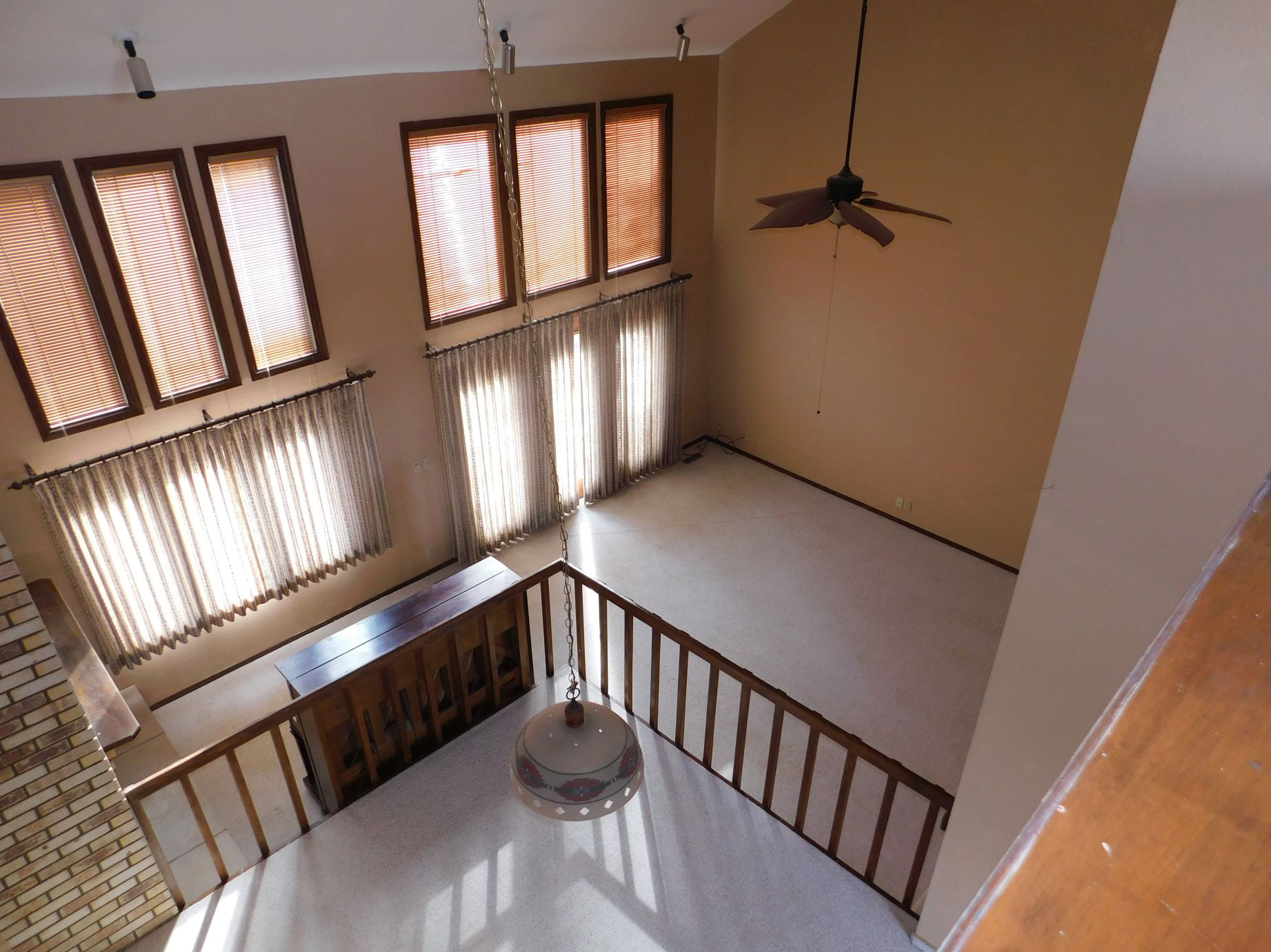 view-from-2nd-floor-into-living-area.jpg